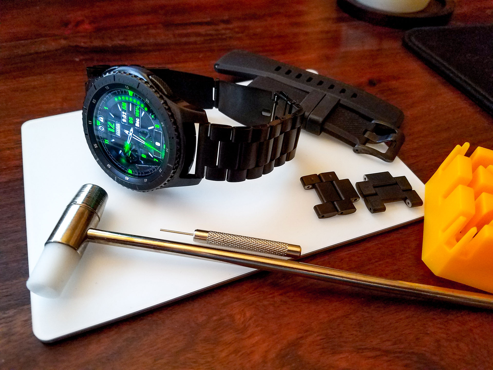 A Metal Watch Band for Your Gear S3 Frontier